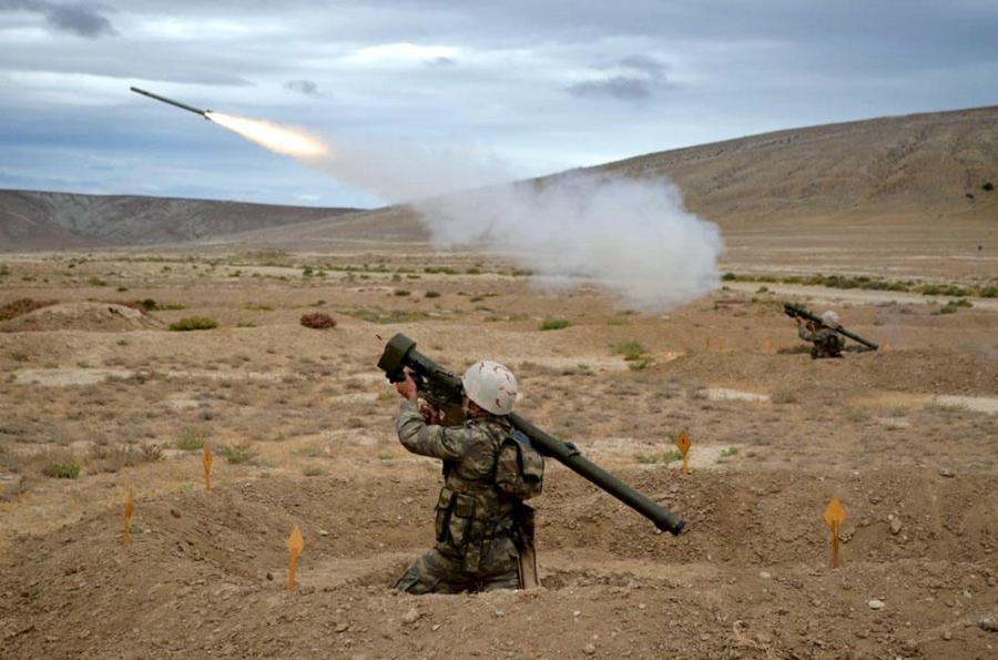 Cəbhəboyu zonada yerləşən raket və artilleriya bölmələri döyüş atışları icra edib