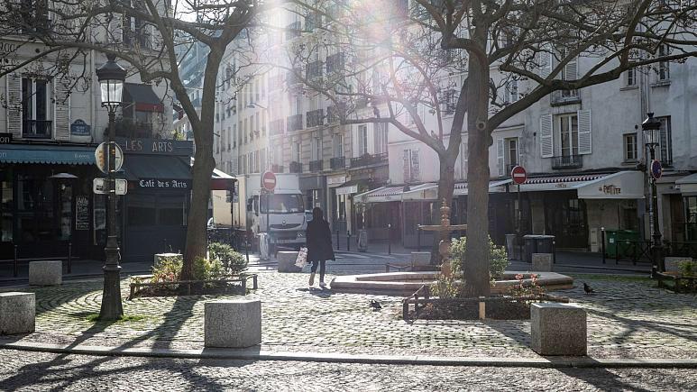 """Paris küçələrində spirtli içki qadağası<b style=""""color:red""""></b>"""
