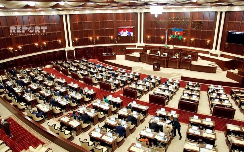 """Milli Məclisin payız sessiyasının ilk plenar iclasının vaxtı məlum olub<b style=""""color:red""""></b>"""