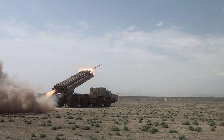 """Raket-artilleriya batareyalarının təlimləri keçirilir - <b style=""""color:red"""">VİDEO</b>"""