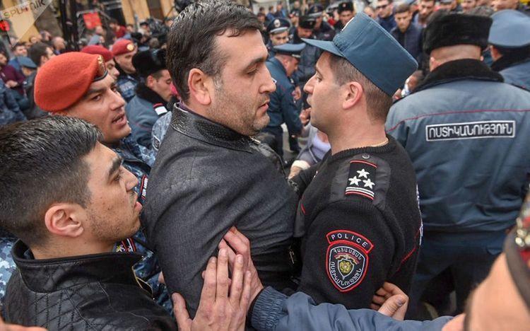 """İrəvanda etirazçılarla polis arasında qarşıdurma olub<b style=""""color:red""""></b>"""