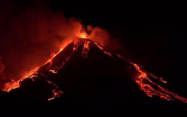 """Etna vulkanı yenidən püskürməyə başlayıb <b style=""""color:red""""></b>"""