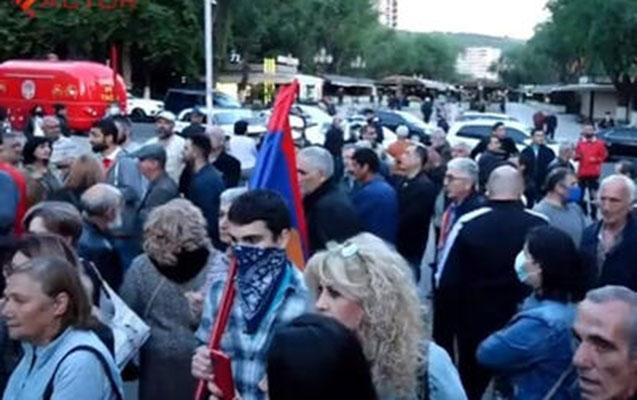 """Lavrov Yerevanda etirazla qarşılandı<b style=""""color:red""""></b>"""