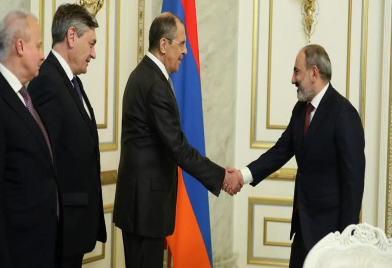 "Lavrov Paşinyanla görüşdü<b style=""color:red""></b>"
