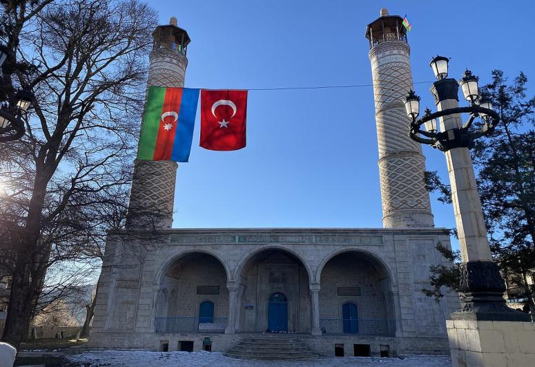 """29 ildən sonra Şuşada bayram namazı qılınıb - <b style=""""color:red""""> VİDEO</b>"""