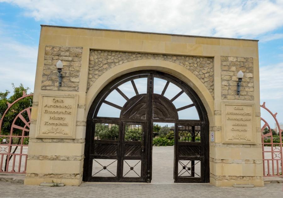 """156 samovar, """"Karantin dəvə""""si, müvəqqəti qəbirlər... - Reportaj"""