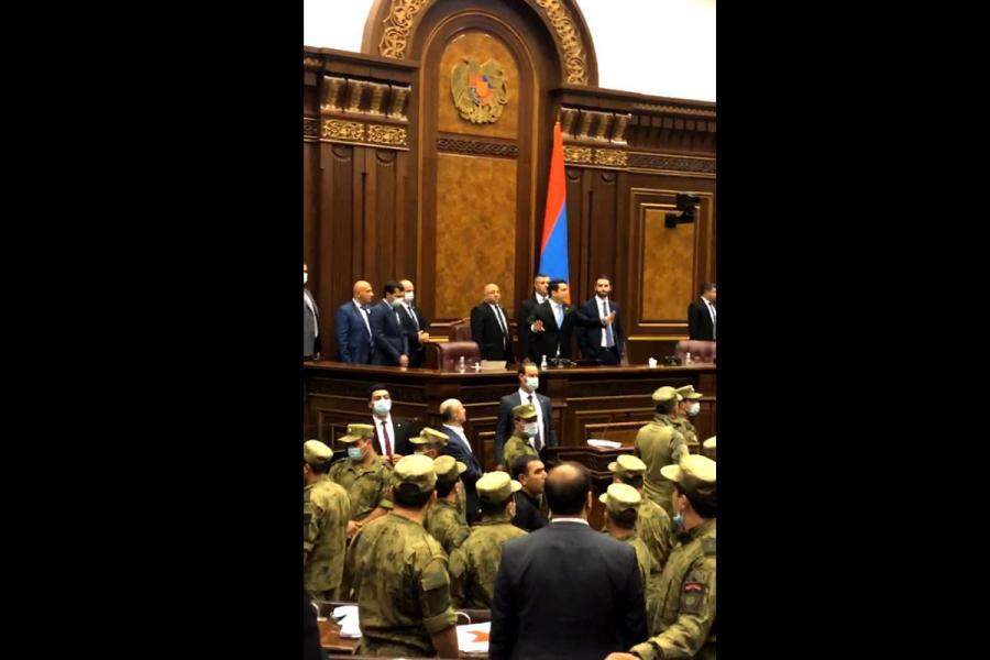 """Ermənistan parlamentində kütləvi dava baş verib<b style=""""color:red""""></b>"""