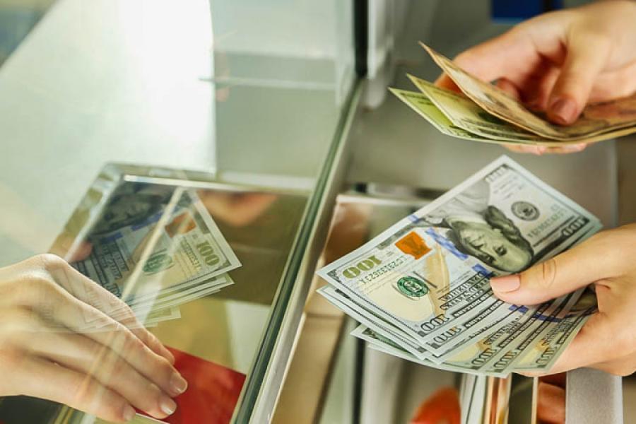 Maliyyə Nazirliyi gələn il üçün manatın dollara qarşı məzənnəsini açıqlayıb