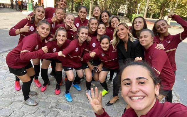 """""""Qalatasaray"""" qadın futbol komandası yaratdı"""