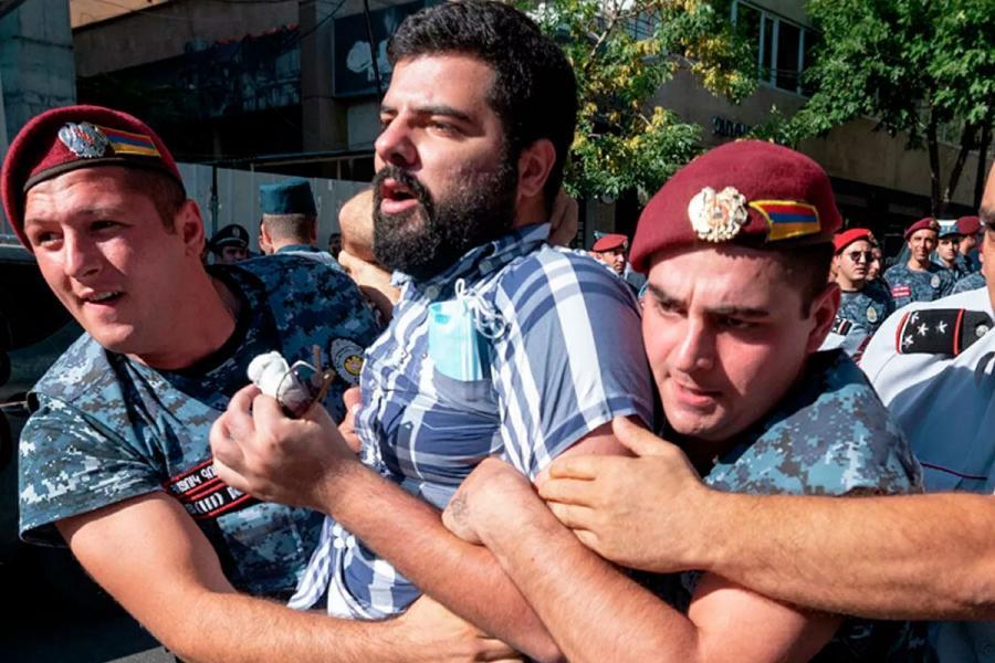 Ermənistanda qarşıdurma yaranıb, saxlanılanlar var