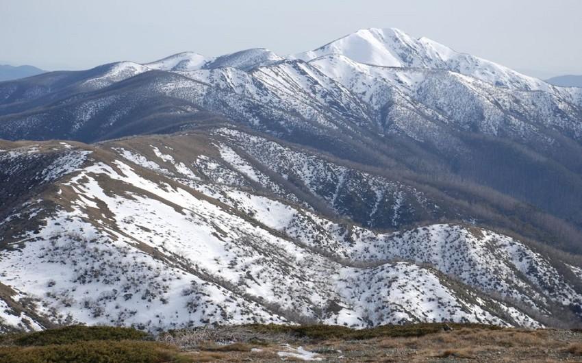 Dağlıq ərazilərə qar yağıb, güclü şimal-qərb küləyi əsib