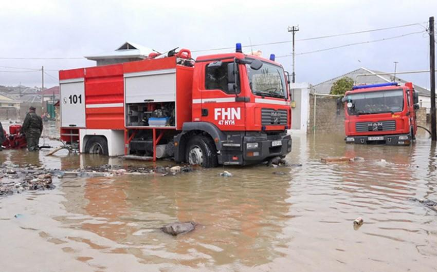 Bakının bir sıra yerlərində evləri və həyətyanı sahələri yağış suları basıb