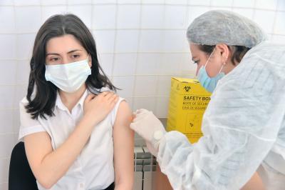 Təhsil işçilərinin vaksinasiyası davam edir