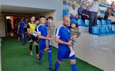 Futbolçular Azərbaycan çempionatının oyununa şəhid övladları ilə çıxıblar
